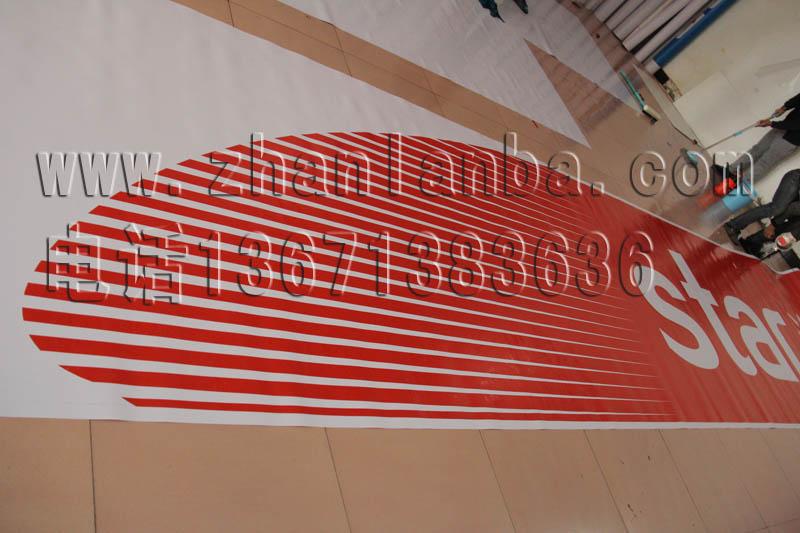 3m汽车美容店采用3m红色贴膜制作的灯箱